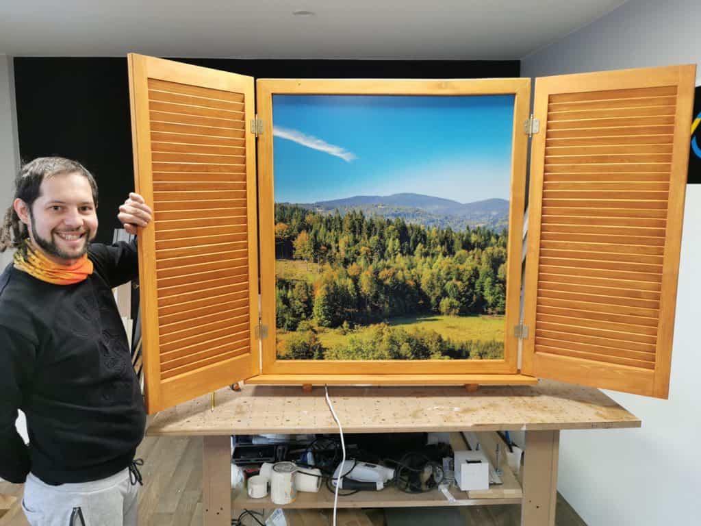 Sztuczne okno, okno zpodświetleniem, producent